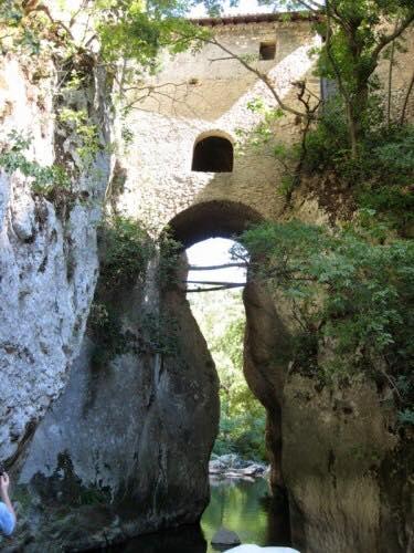 Alle origini del nome Italia e dell'Eremo eretto su un fiume