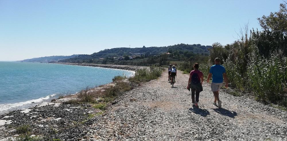 Camminata lungo la costa dei trabocchi